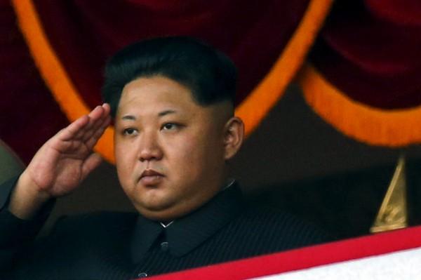 金正恩10日出席北韓70周年國慶典禮,身材走樣,雙下巴非常明顯。(路透社)