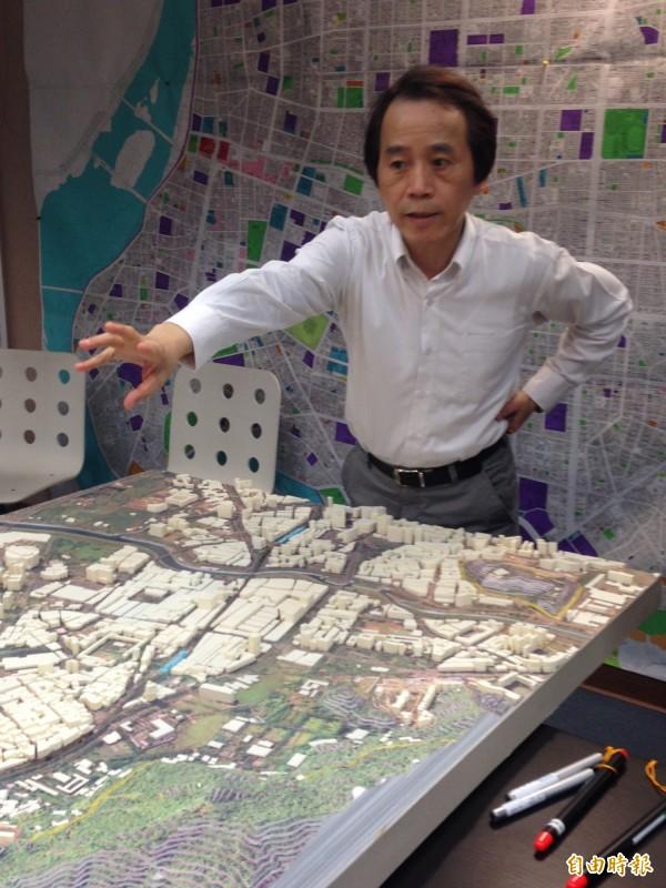 交通局西區門戶計畫交通路線調整簡報,被副市長林欽榮批,看3次都看不懂。(資料照,記者蕭婷方攝)