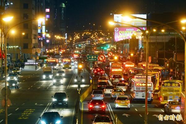 忠孝西路公車路線明年元月起要大調整。(資料照)
