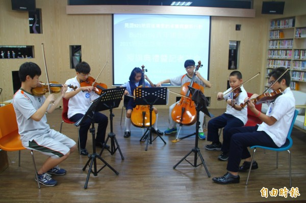 暨大附中Butterfly青年樂團,獲邀參加日本鹿兒島第十屆亞洲青少年藝術節,團員行前加緊練習。(記者佟振國攝)