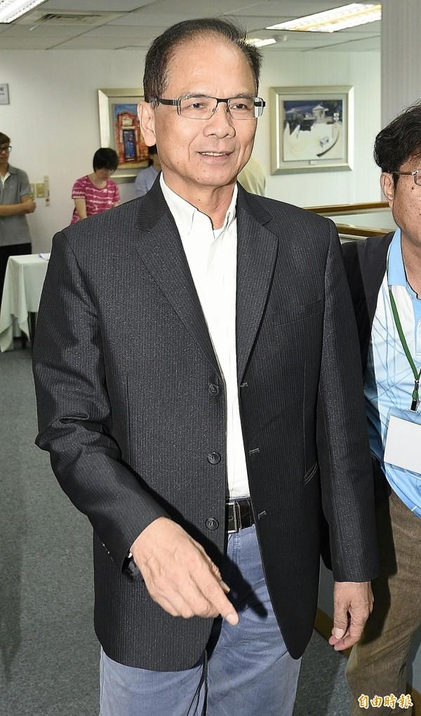 行政院前院長游錫堃出席民進黨中常會。(記者陳志曲攝)