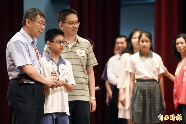 柯P想取消模範生頒獎典禮,獲得教師黃世宜認同。(資料照,記者叢昌瑾攝)