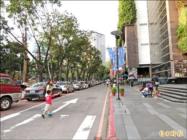 勤美天地旁的館前路未來假日下午將改為行人徒步區。(記者張菁雅攝)