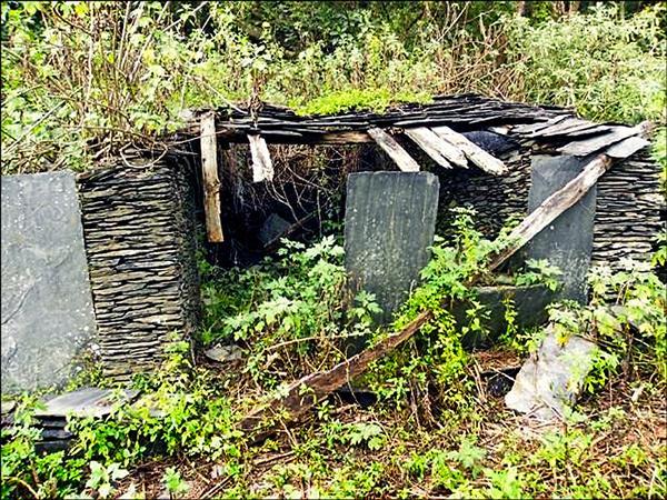台灣屏東霧台鄉魯凱族石板屋聚落被選中為世界建築文物守護計畫。(屏東縣政府文化處提供)