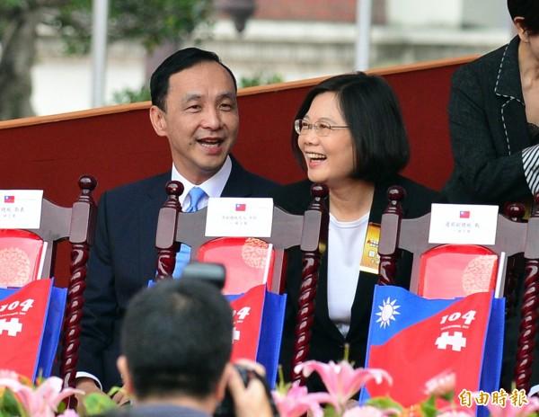 蔡英文表示,她於國慶時就曾向國民黨黨主席朱立倫表示,不管選後由誰當選,都希望找時間好好聊一聊台灣的方向。(資料照,記者王藝菘攝)