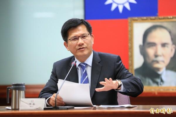 台中市長林佳龍宣布將以縮短城鄉差距、拉近貧富懸殊、社會投資創新、加強行政革新等四大目標,評估各機關施政成果。(記者歐素美攝)