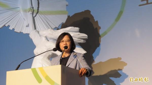 蔡英文今天到台中市參加全國藝文界蔡英文顧問團成立大會。(記者蘇金鳳攝)