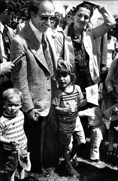 杜魯道(右二)的父親老杜魯道(左二)也曾擔任總理。(美聯社)