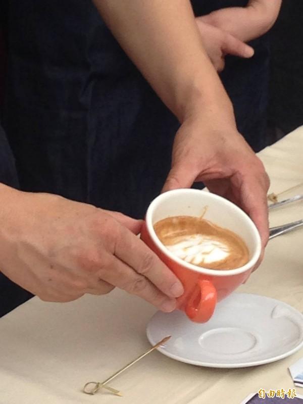 許多經常頭痛的人會喝咖啡止痛,但台南市立安南醫院指出,這方法不是對每個人都有效,反而可能讓頭痛更加惡化。(資料照,記者何世昌攝)