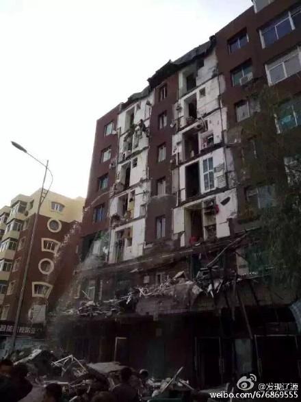 中國發生一起樓房陽台崩塌意外,造成1死4傷。(圖擷取自微博)
