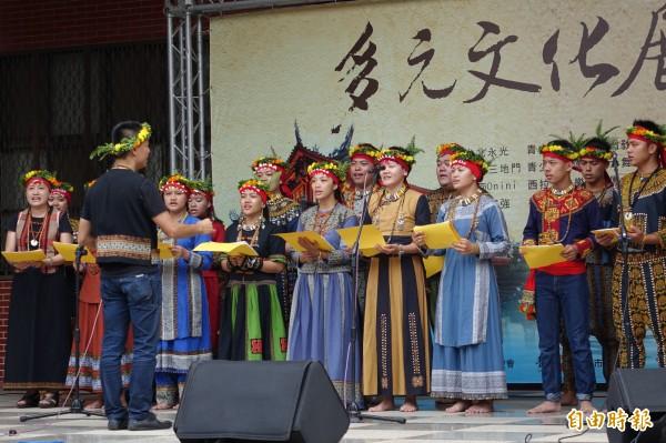 原民部落教友展現傳統歌謠(記者黃文鍠攝)