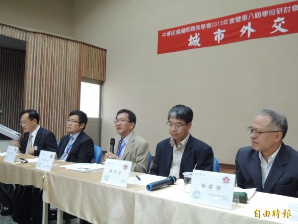 市府與成功大學政治系、中華民國國際關係學會舉辦「城市外交論壇」。(記者洪瑞琴攝)