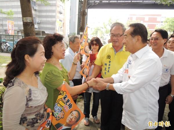 宋楚瑜造訪台南市,左右開轟另外兩黨總統參選人能力不足。(記者王俊忠攝)