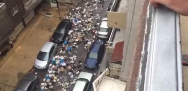 黎巴嫩一場大雨,竟沖出一條條的「垃圾河」,引爆一場「垃圾浩劫」。(圖取自YouTube)