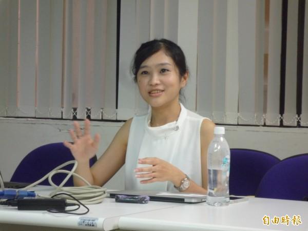 李凱詩是印尼華僑,因為沒有台灣身分證無法報考學士後醫,在指導教授謝清河「當不成醫生,可以當醫生的老師」鼓勵下,投入生物醫學的研究。(記者吳欣恬攝)