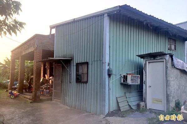 社子島居民將廁所設於室外,且多戶共用。(記者郭安家攝)