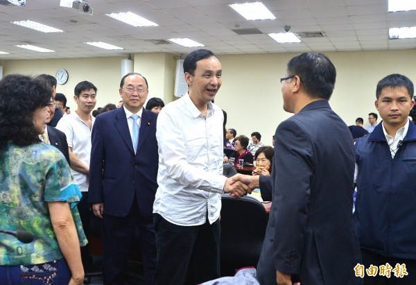 國民黨黨主席朱立倫26日晚間出席海外僑領茶會,會中致詞感謝僑胞支持。(資料照,記者王藝菘攝)