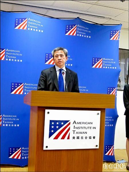 美國在台協會(AIT)處長梅健華昨舉行到任後第一場正式記者會,他在回應兩岸關係議題時,避提「九二共識」一詞。(記者陳伃軒攝)
