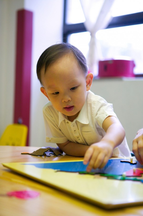 有研究發現,催產素(oxytocin),有助於一些自閉症兒童。(情境照)