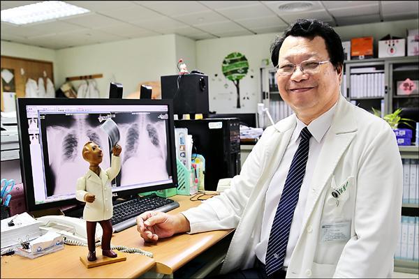 花蓮慈濟醫院結核病實驗室主任李仁智獲得第廿五屆醫療奉獻獎的肯定。(花蓮慈濟醫院提供)
