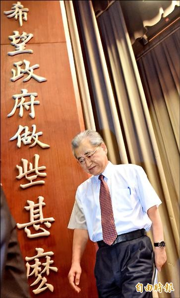 行政院長毛治國昨天宣布短期消費提振措施。(記者劉信德攝)