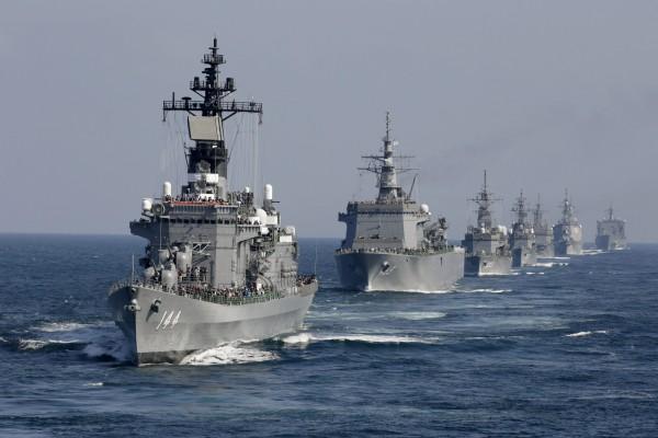 日本防衛省計劃讓日本海上自衛隊船艦,在明年停靠面向南海的越南金蘭灣,以牽制中國在南海的行動。(歐新社)