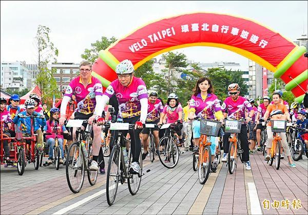 台北市長柯文哲31日一身勁裝參加環台北自行車悠遊行活動,並領騎挑戰70公里。(記者張嘉明攝)