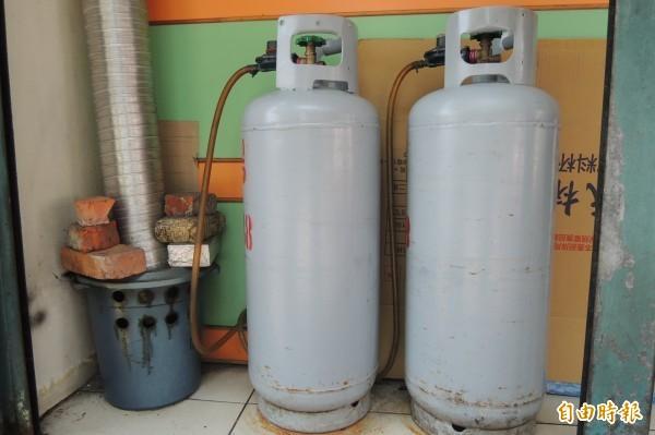 國內液化石油氣11月2日起每公斤將調漲1.7元,若以20公斤桶裝瓦斯計算,每桶平均調漲34元。(資料照,記者張存薇攝)