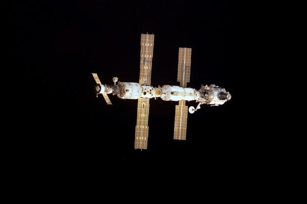 國際太空站(ISS)在太空服役屆滿15年,期間有約200位太空人進出此太空站做研究,貢獻良多。(歐新社)