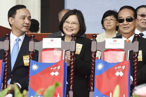 民進黨主席蔡英文(中)、國民黨主席朱立倫(左)、親民黨主席宋楚瑜(右)。(資料照,記者陳志曲攝)
