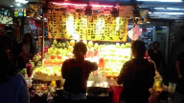 台北市士林夜市「貴森森」水果又添一例。(圖片取自「爆料公社」)