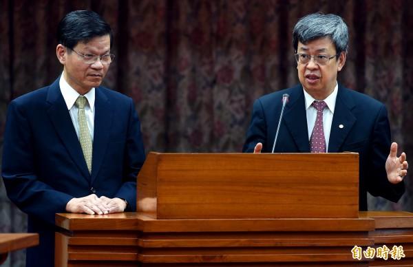 媒體爆料,中研院副院長陳建仁(右)被看好擔任小英副手。圖左為中研院院長翁啟惠。(記者朱沛雄攝)