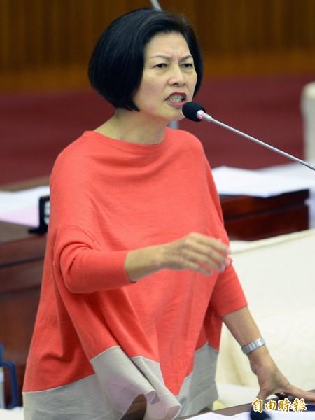 北市議員汪志冰昨在議會總質詢。(記者林正堃攝)