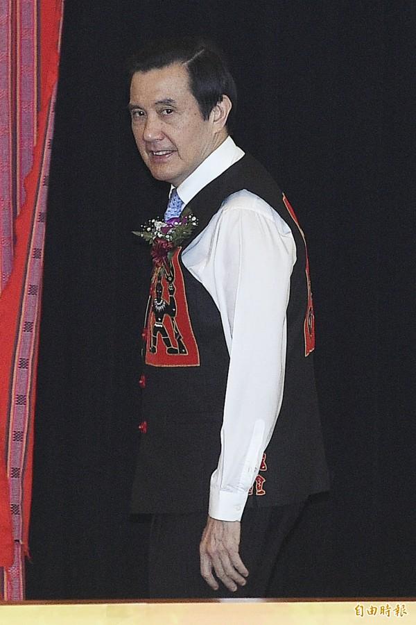 身穿原住民服飾的馬英九即將與習近平會面(資料照,陳志曲攝)