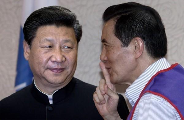 偷偷摸摸、磋商數月的「馬習會」安排,事前完全排除台灣公民與國會的同意與了解,即逕行敲定,已經背離民主國家的常規,恐將造成社會震撼。(本報合成)
