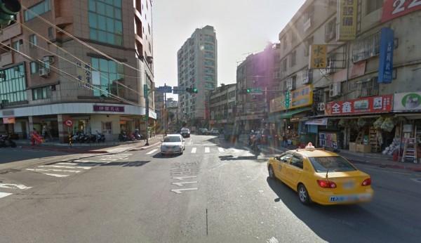蘇少在中和區景新街、景安路口闖紅燈與計程車相撞。(圖擷取自Google Map)