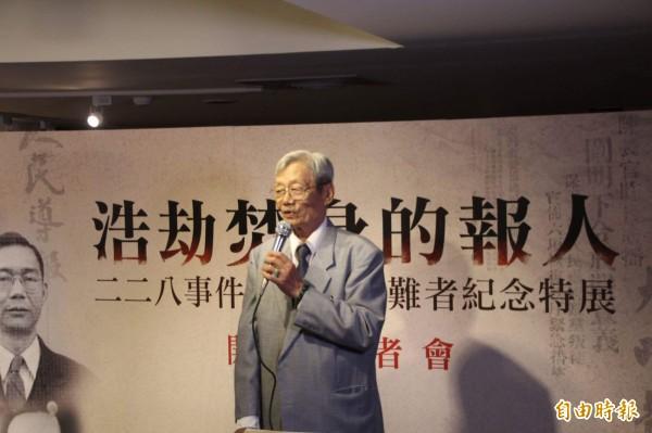 曾經採訪過228事件的前「大明報」記者蕭錦文親身說明228當時的情形。(記者鍾泓良攝)