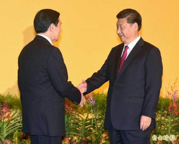台灣總統馬英九與中國國家主席習近平在新加坡香格里拉飯店登場的「馬習會」上,以長達81秒的「世紀之握」揭開兩岸破冰會談的序幕。(記者廖振輝攝)