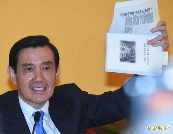 總統馬英九主持「馬習會」會後記者會,重申他擔任陸委會主委任內,促成「九二共識」。(記者廖振輝攝)