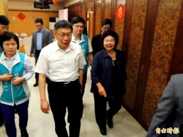 台北市長柯文哲南下高雄與陳菊午宴,柯文哲被問到馬習會時說,「馬習會,那個害台啊」,但又語帶保留地說「今天是來拜訪花媽的,來看世大運的」。(記者黃旭磊攝)
