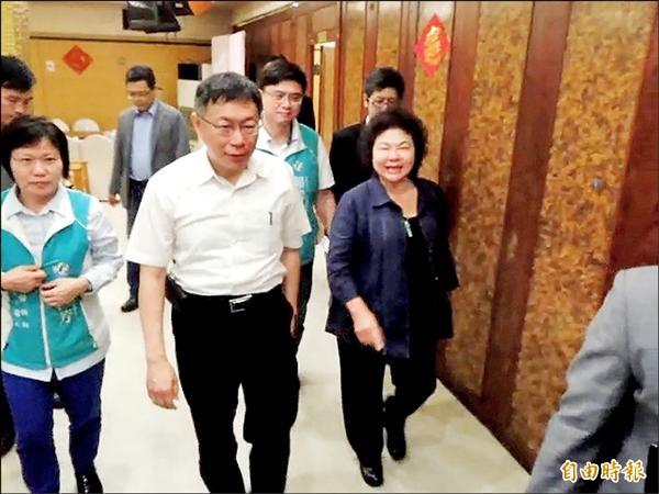 台北市長柯文哲南下高雄與陳菊午宴,柯文哲被問到馬習會時說,「是來拜訪花媽的,來看世大運的」。(記者黃旭磊攝)