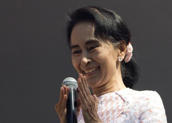 緬甸國會大選初步結果今天出爐,結果顯示反對黨獲壓倒性勝利。反對派領袖翁山蘇姬今天稍早也對民眾發表演說,表示有信心。(美聯社)