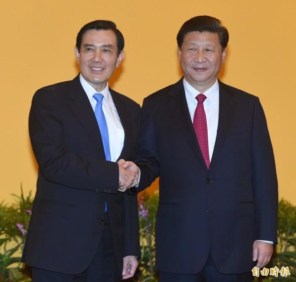 總統馬英九(左)7日在新加坡香格里拉飯店與中國大陸領導人習近平(右)會面。(資料照,記者廖振輝攝)