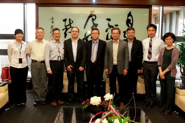 羅技亞太區工程部副總裁Maxime Marini訪問清華大學校長賀陳弘,表達對研究人才及技術的需求,希望與清華進行產學合作。(圖由清大提供)