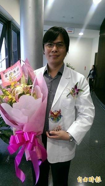 衛生福利部澎湖醫院蔡文生醫師,獲得第二屆優秀醫師獎。(記者劉禹慶攝)