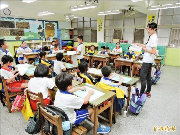 因應空氣品質不良,教育局建議學生盡量待在室內,減少戶外活動。(記者賴筱桐攝)