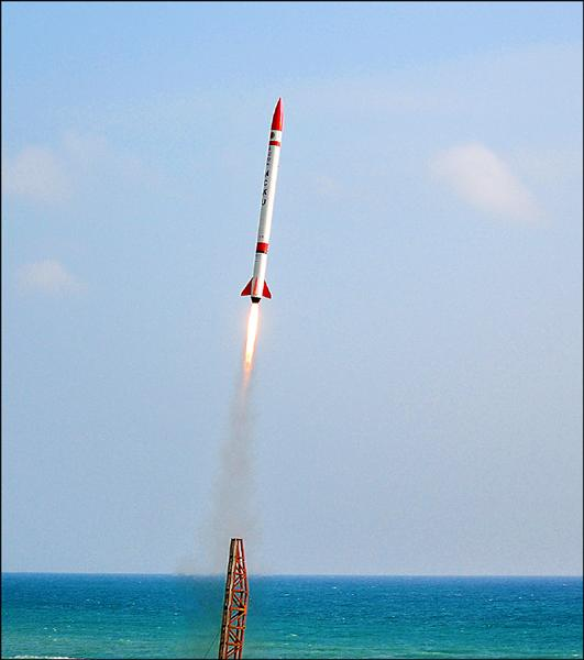 「成大Ⅲ型混合火箭」發射當天,基於考慮氣候與安全因素,降低規格保守發射,但具有成為全球學術界第一的實力。(成功大學提供)