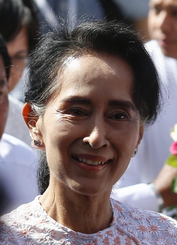 在8日緬甸舉行25年來首次民主選舉,目前的計票結果由翁山蘇姬領導的在野黨全國民主聯盟(NLD)遙遙領先,預料將在國會贏得70%的席位。(歐新社)