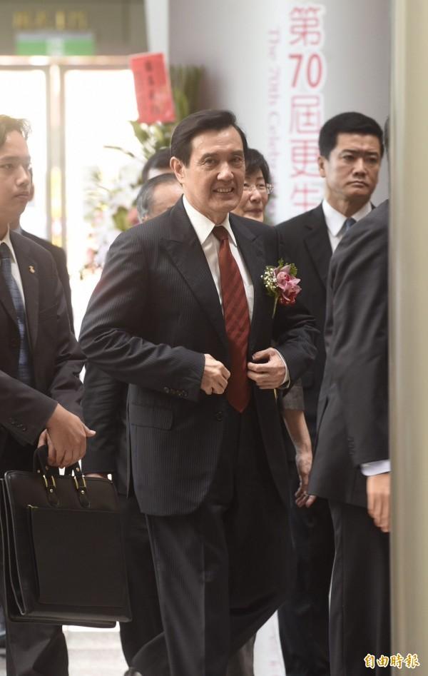 馬英九今下午表示,推動馬習會是為了下一任總統,還說「橋搭好了,任何人都能上橋、只要遵守交通規則!」(記者叢昌瑾攝)
