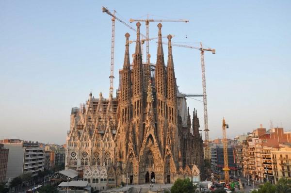 西班牙著名地標「聖家堂」在修建了一個多世紀後,終於在近日宣布,可望2026年完工。(圖取自新北市政府文化局)